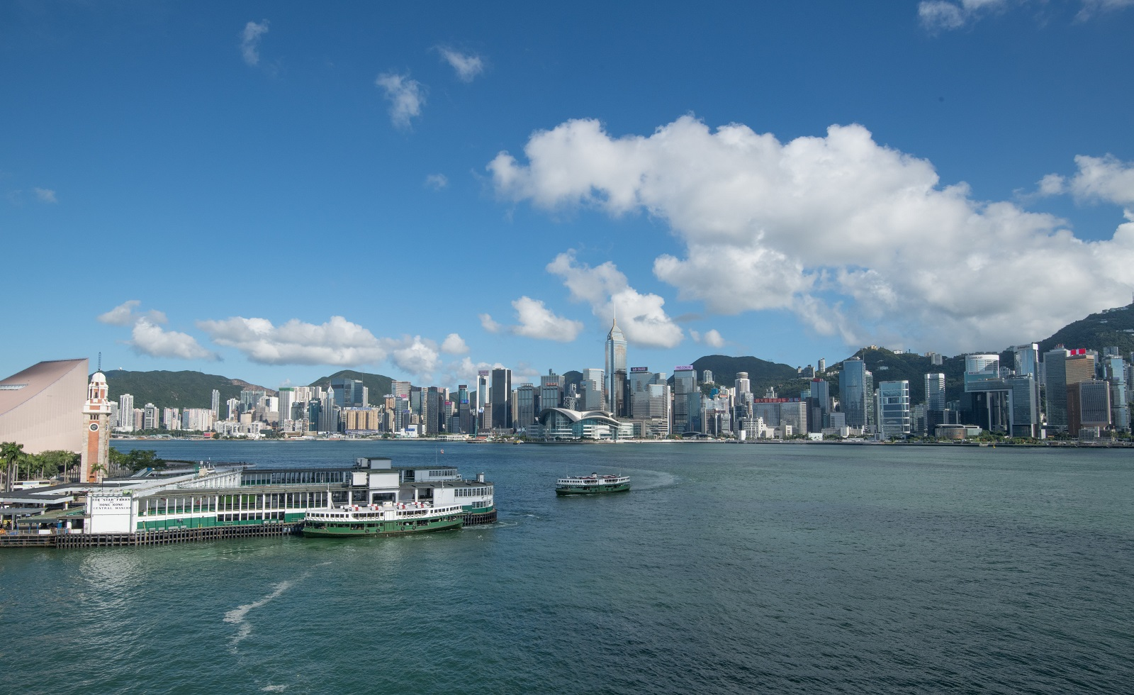 Wide view of Victoria Harbour. (2020)
